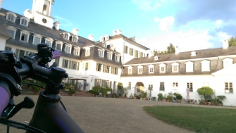 Rumpenheimer castle with my bike in the front.